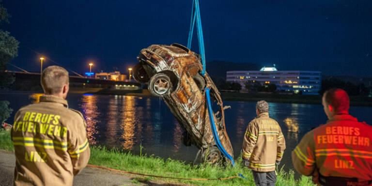 Unter Wasser: Auto in Donau entdeckt