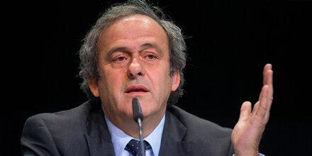 Platini fordert Blatter zum Rücktritt auf
