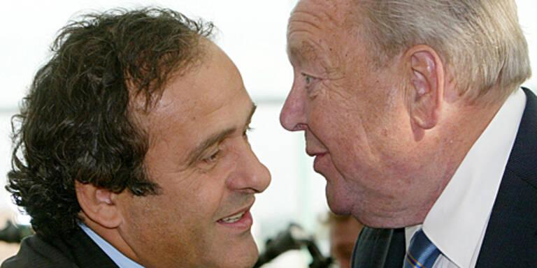 (c) AP   Platini (l.) und Johansson