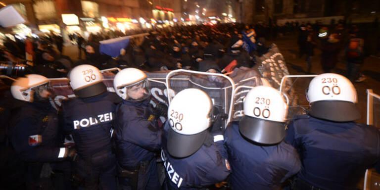 Akademikerball sorgt für Chaos in Wien