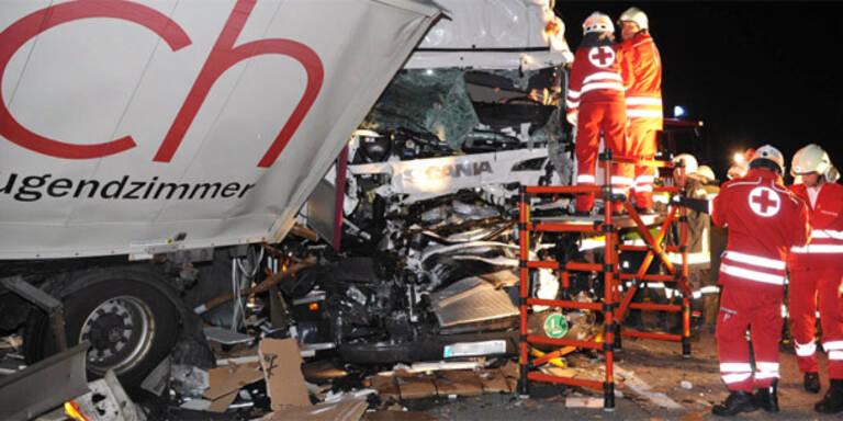 A1 nach Lkw-Crash 7 Stunden gesperrt