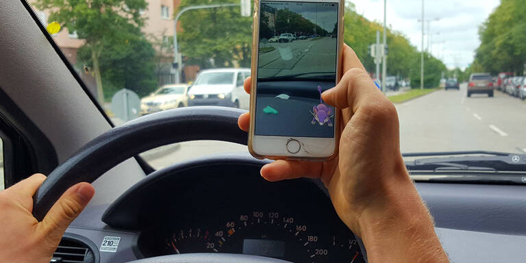 Pokémon-Go-Spieler wenden auf Autobahn