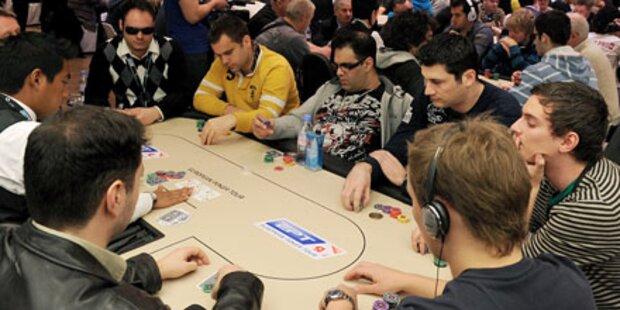 Bewaffnete stürmen Promi-Pokerturnier