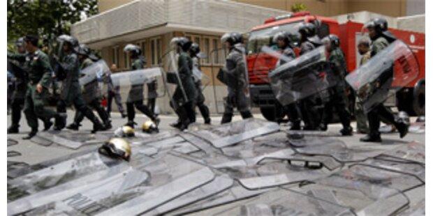 Thailands Polizei geht gegen Demos vor