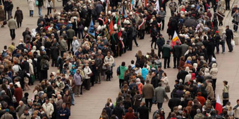 Polen warten 10 Stunden für Präsidenten
