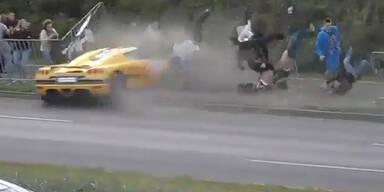 Horror-Crash: Rennauto rast in Zuschauermenge