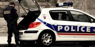 Polizeiauto rast in Schülergruppe