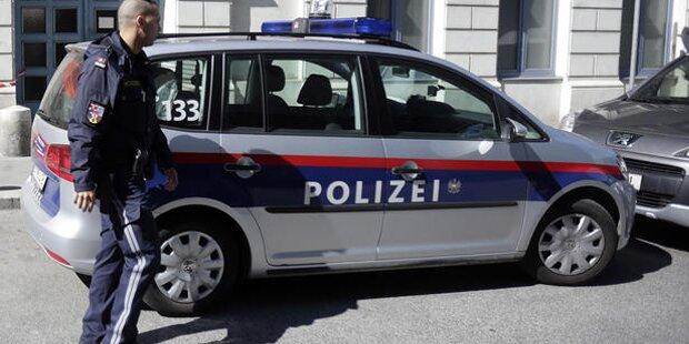 Tschetschenischer Messer-Mann sperrt Teenager in Pkw ein