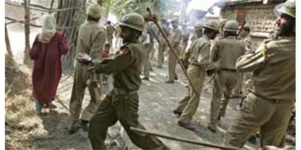 20 indische Polizisten bei Anschlag getötet