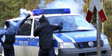Polizeiwagen Castor-Transport Atomgegner