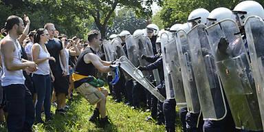 Angehende Polizisten im Demo-Einsatz