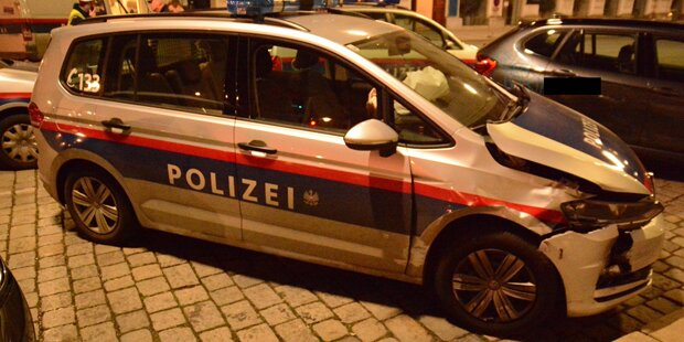 Wiener Alko-Lenker rammt Polizeiauto