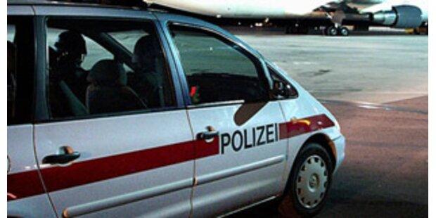Jugendliche warfen Molotowcocktail auf Polizeiauto