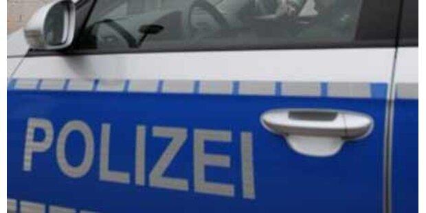 Zwei Polizisten bei Unfall verletzt