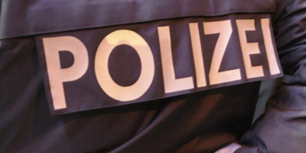 Abschiebung: 200 Tiroler im Sitzstreik
