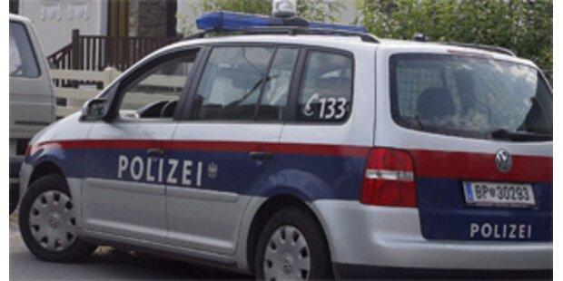 Zwei 25-Jährige mit gestohlenen PKW gestellt