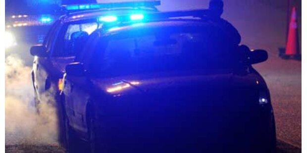 Duo erschießt vier Polizisten