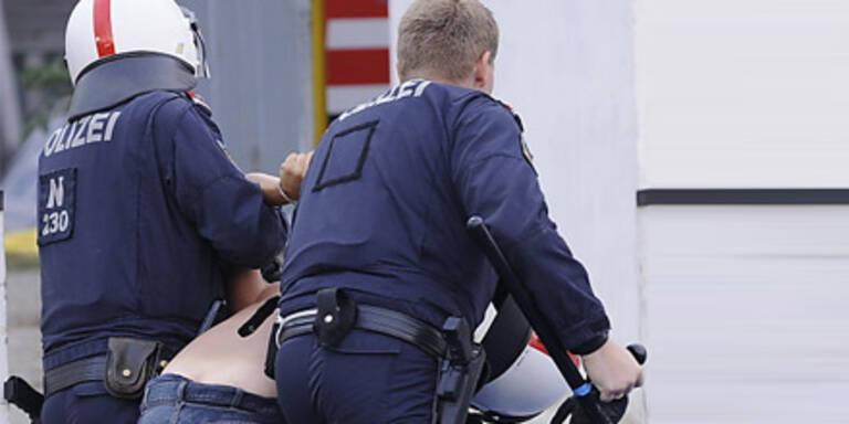 Deutscher urinierte gegen Polizeiinspektion