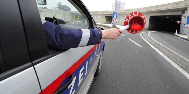 Alkolenker rammt in Innsbruck Polizeiauto