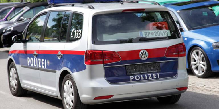 """""""Nackte"""" Polizei-Autos beim GTI-Treffen"""