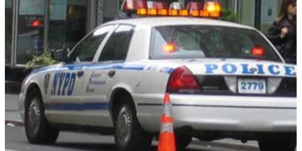 New Yorker Cop vergewaltigte Mann mit Schlagstock