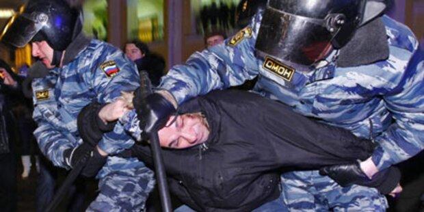 Russische Polizei quält Gastarbeiter