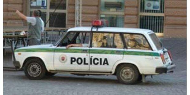 Slowakische Polizisten missbrauchen 15-Jährige