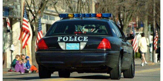 Schülerin in die Hose gepinkelt - Schule rief Polizei