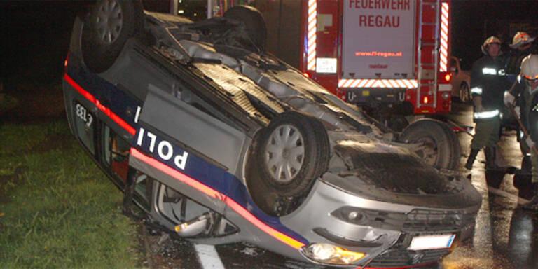 Polizei landet bei Crash auf dem Dach
