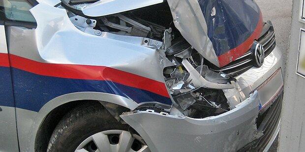 Polizeiwagen rammt Auto in Salzburg