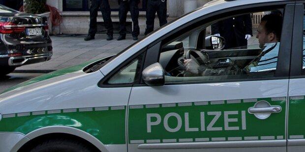 Trio lief mit Bomben-Attrappe durch München