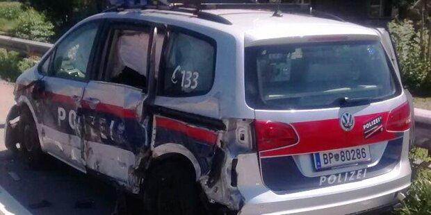 A14: Lkw rammt Polizeiauto - völlig zerstört
