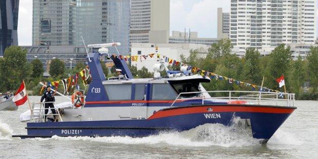 Polizeiboot kollidiert mit Schiff