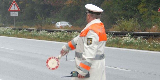 Bayern: 15 Personen in einem Pkw unterwegs
