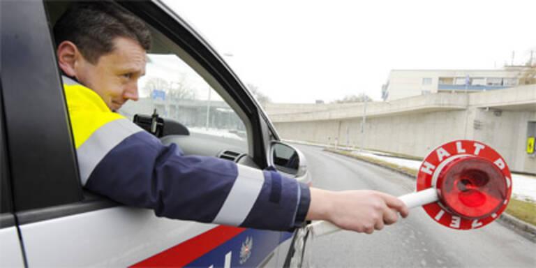 22-Jähriger rammt Polizeiauto