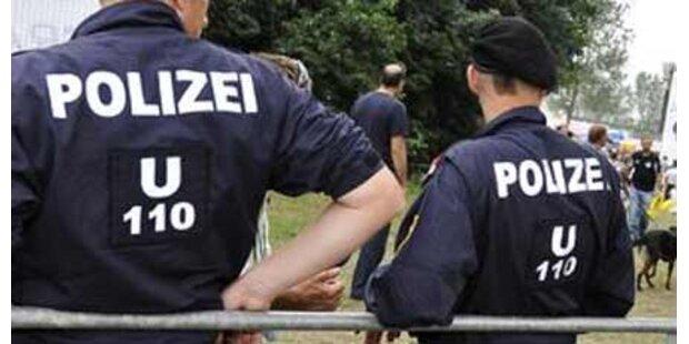 Jugendliche gingen auf Polizisten los