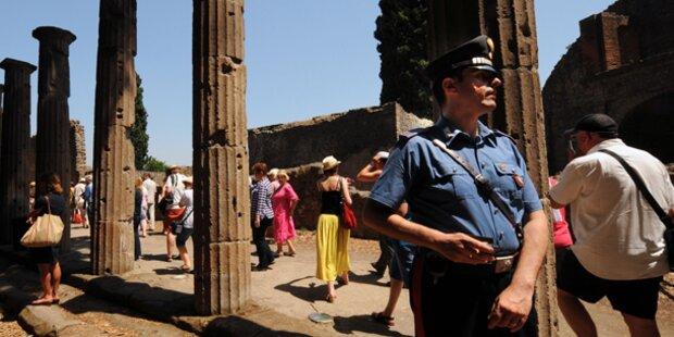 Gewerkschafter kämpfen in Ruinen von Pompeji