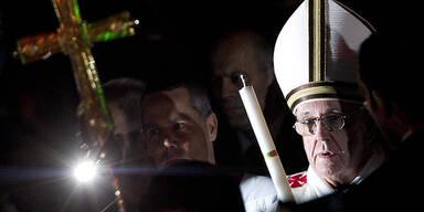 Papst Franziskus feiert Osternacht