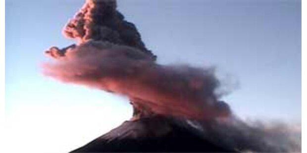 Riesige Dampfwolke über Popocatepetl