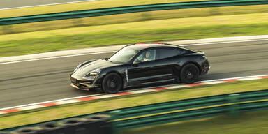 Porsche Taycan feierte Publikumspremiere