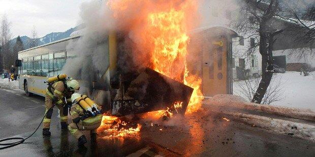 Saalfelden: Postbus geriet in Brand