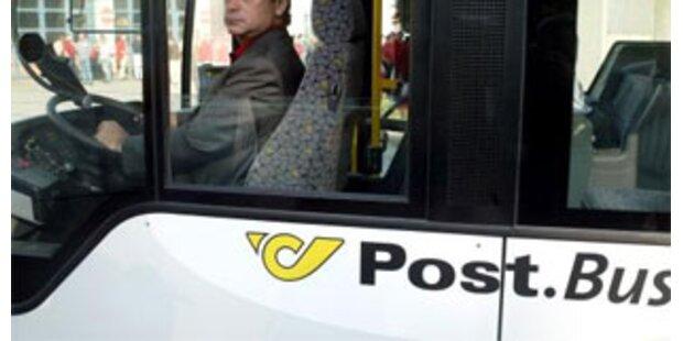 Unfall mit Postbus wegen Herzanfall des Fahrers