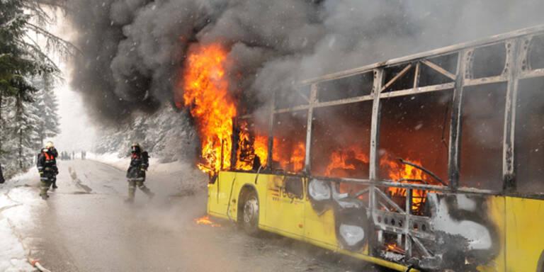 Postbus in Tirol ausgebrannt