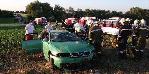 Auto überschlägt sich: Lenker stirbt