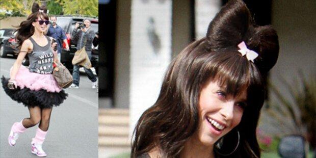 Jennifer Love Hewitt schräg kostümiert