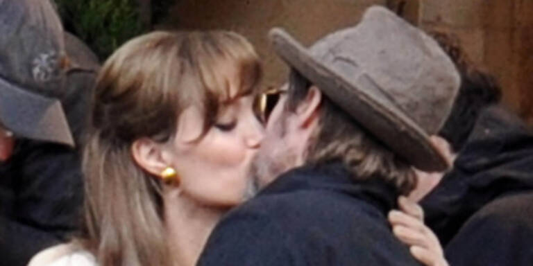 Brangelina in love: Küsse in Paris