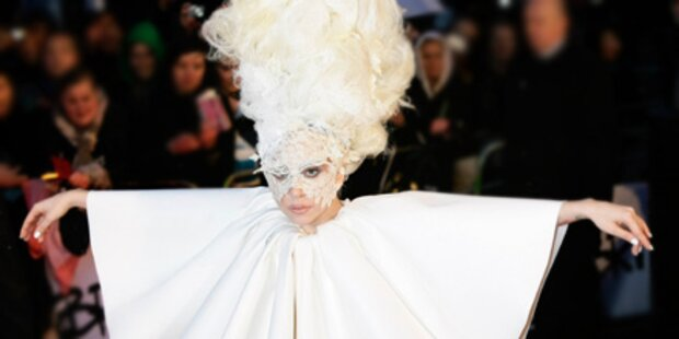 Lady Gaga plant Modelinie mit Versace