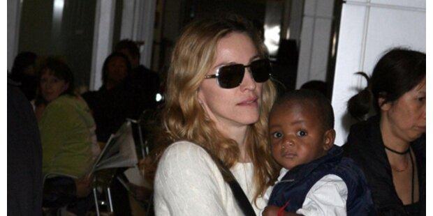 Madonna täglich mit Baby in Kabbala-Tempel