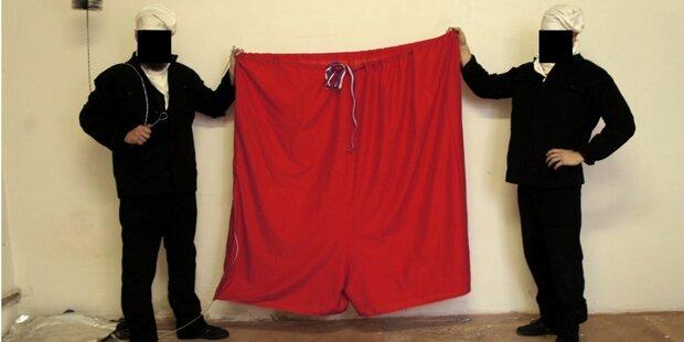 Riesen-Unterhose wehte an Prager Burg