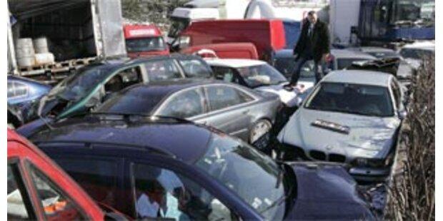 120 Fahrzeuge krachten in Tschechien ineinander